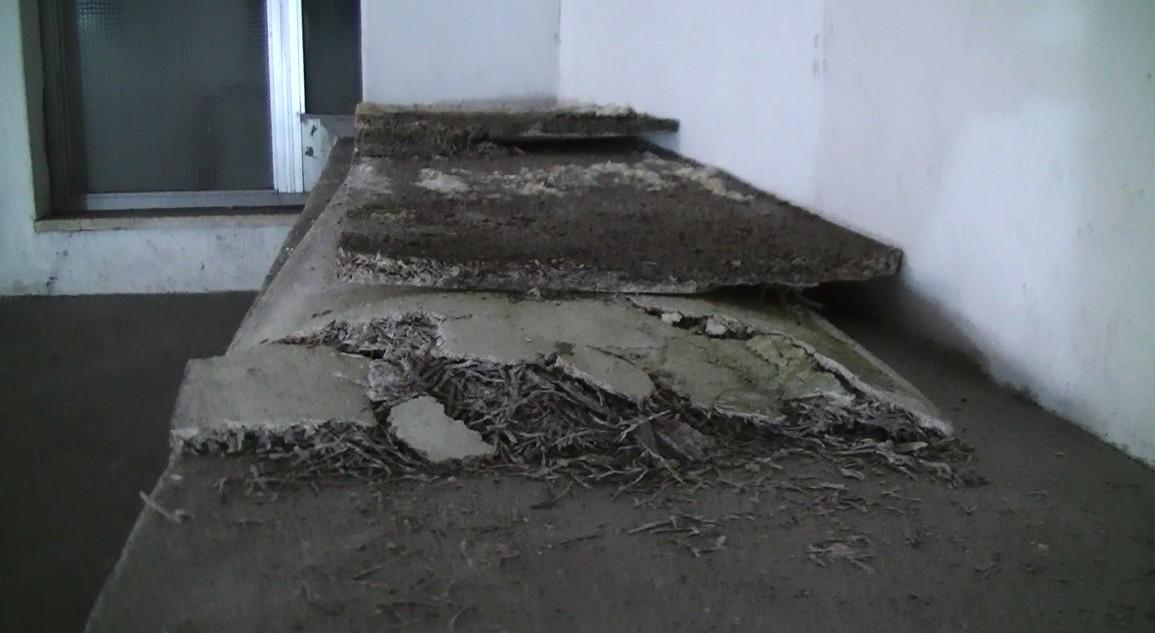 """Photo of Infiltrazioni d'acqua nella scuola media """"G. Scotti"""""""