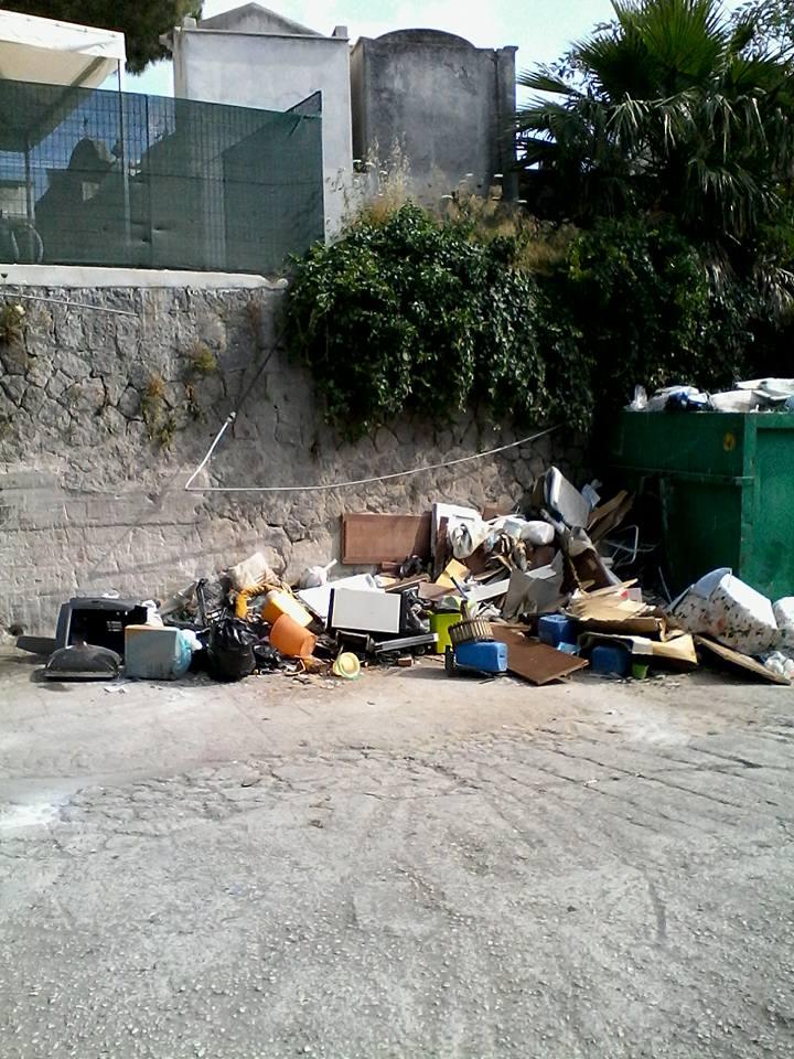 Photo of Cimitero di Piedimonte tra ingombranti e spazzatura