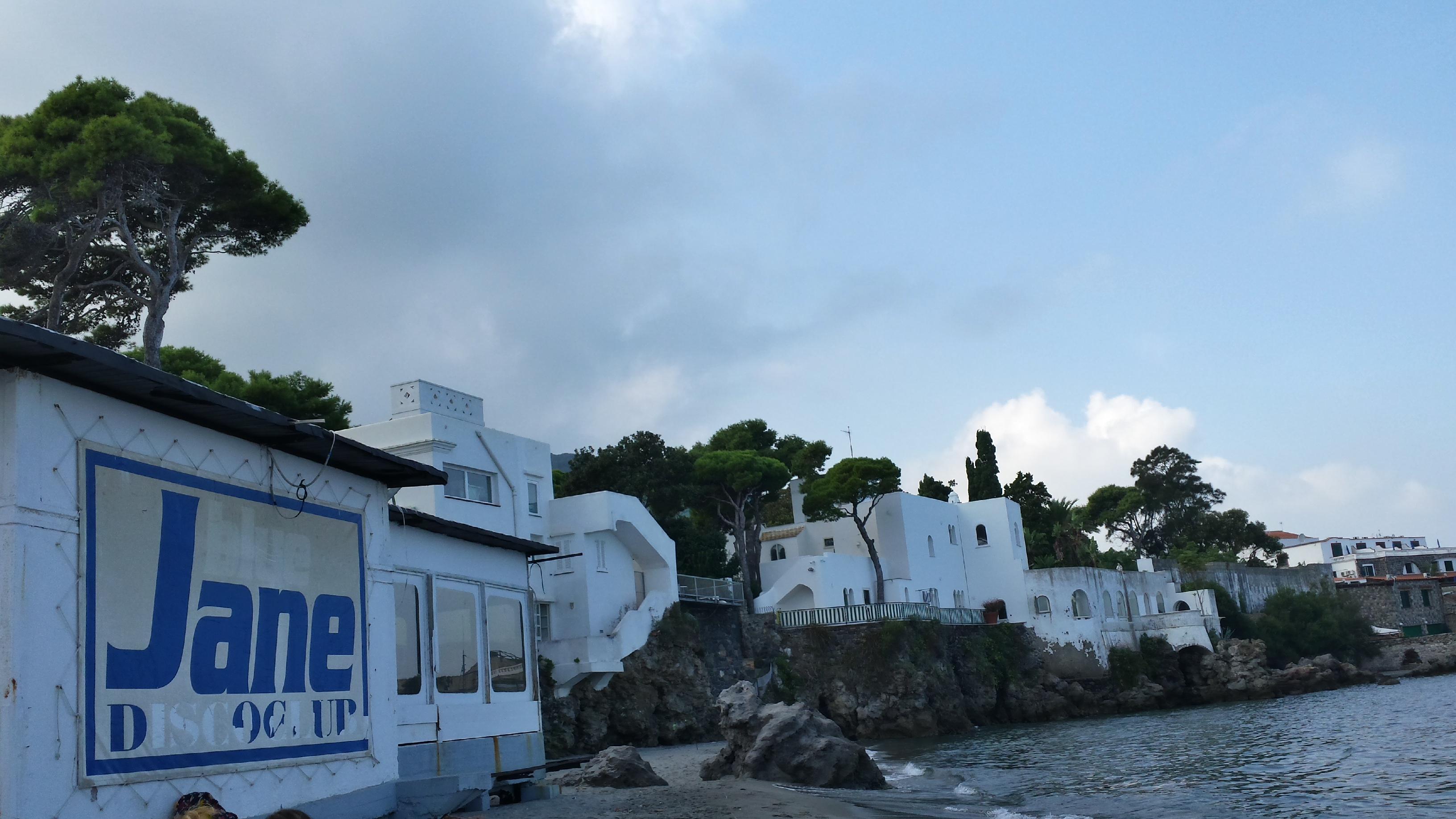 """Photo of Ombre a Ischia per la concessione """"by night"""" della spiaggia della Pagoda"""