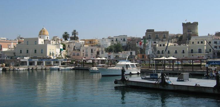 Photo of Porto di Forio, approvato il preventivo per la fornitura dei fanali