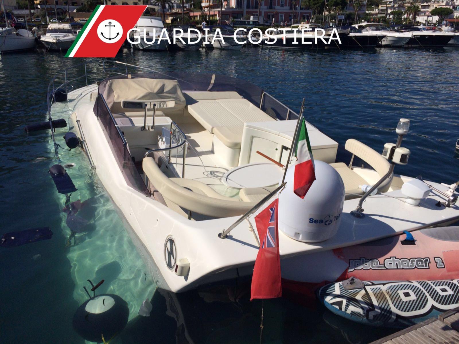 Photo of Lacco Ameno,  yacht affonda nel porto