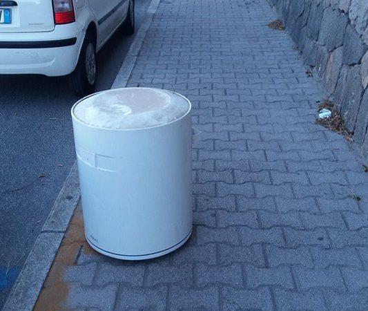 Scaldabagno sul marciapiede la foto diventa virale for Scaldabagno perla