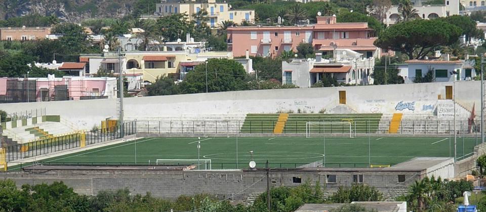 """Lo stadio """"Salvatore Calise"""""""