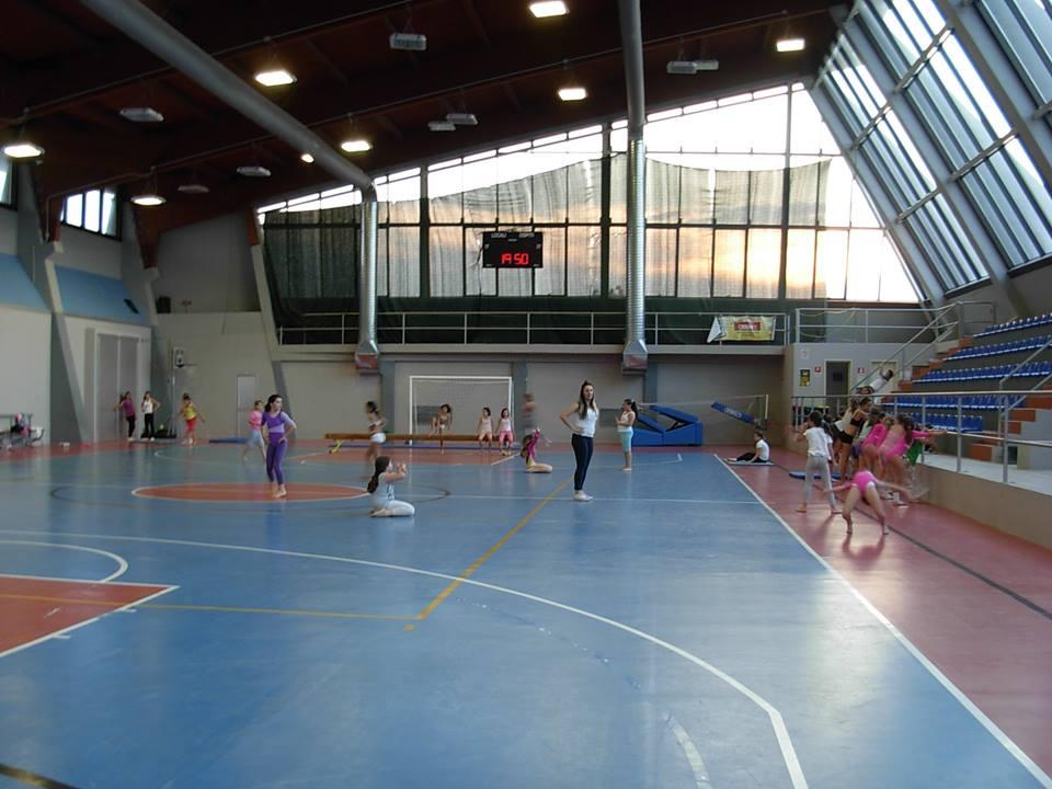 L'interno del palazzetto dello sport di via Casale