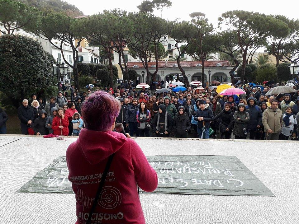 Photo of Casamicciola, i manifestanti arrivano in piazza