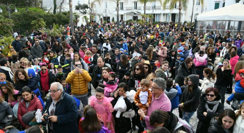 Ischia, festa di carnevale in Piazzetta per tanti bambini