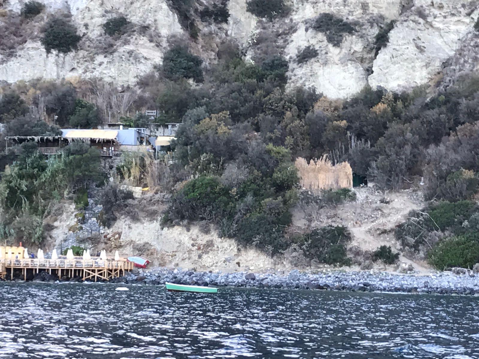 Guardia Costiera in azione, sequestrate aree attigue al ristorante alla Scarrupata