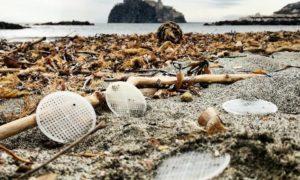 """<span class=""""entry-title-primary"""">Attacco al nostro mare: in centinaia i dischetti di plastica spiaggiati</span> <span class=""""entry-subtitle"""">Le prime segnalazioni arrivate risalgono al 20 febbraio e partono proprio da Ischia; il fenomeno è stato denunciato al Reparto ambientale marittimo della Capitaneria di porto </span>"""