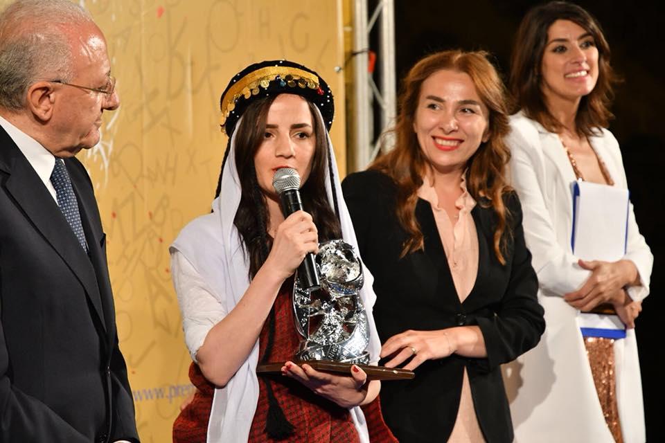 Photo of Premio Ischia: il genocidio raccontato dalla giovane fotoreporter Zina Hamu