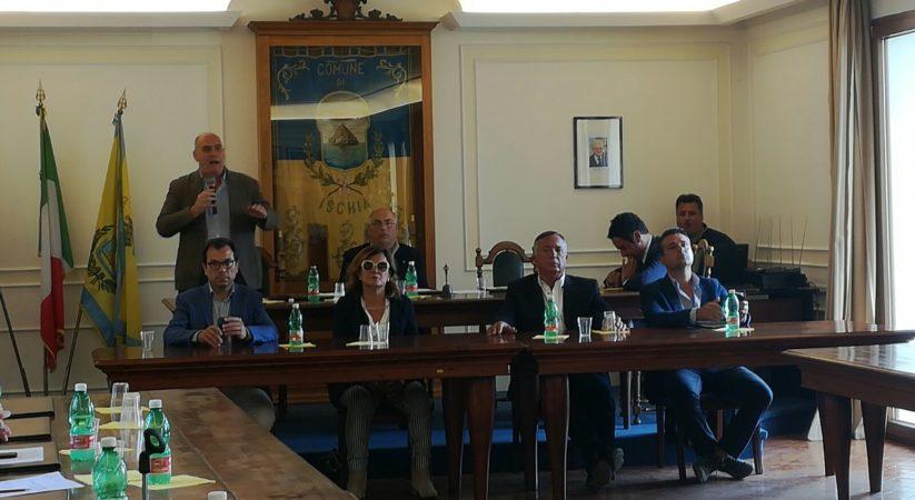 Ischia, si è dimesso Enzo Ferrandino: aperta la crisi politica