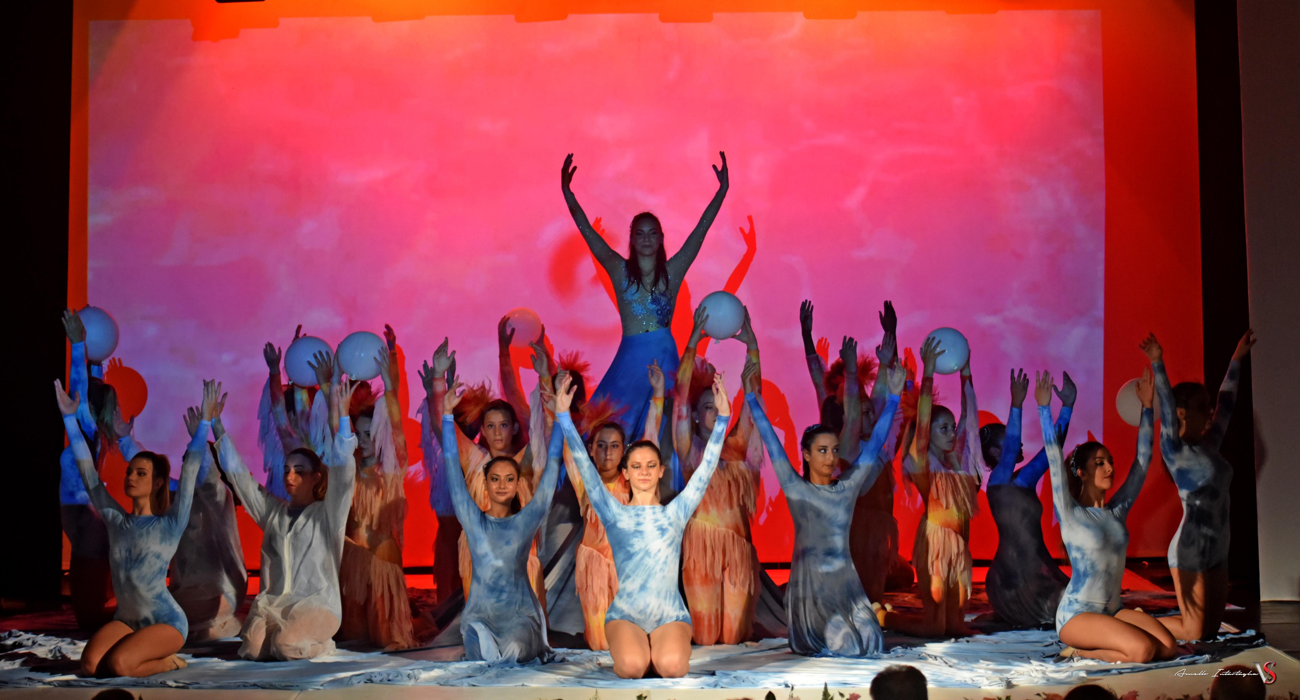 Photo of Al Procida Hall saggio spettacolo di danza moderna e recitazione