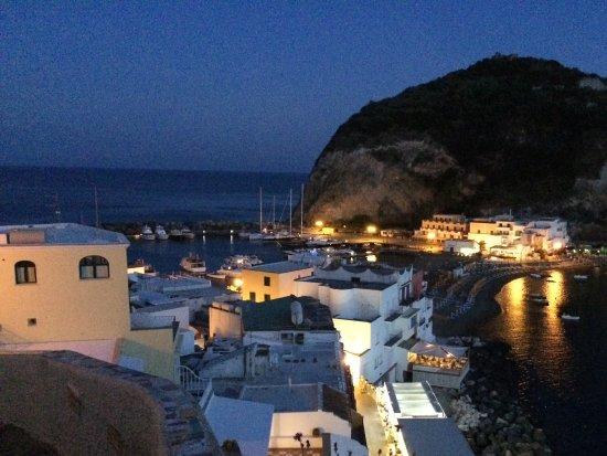 Ischia, super serata a Sant'Angelo con Enzo Gragnaniello