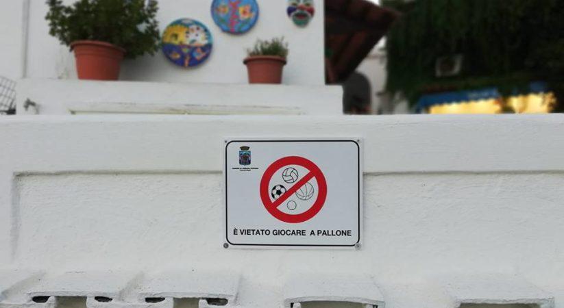 """<span class=""""entry-title-primary"""">Sant'Angelo: arriva il divieto di giocare a pallone ed è polemica</span> <span class=""""entry-subtitle"""">Qualche anno fa era apparso il cartello che a S.Angelo è vietato andare in bicicletta, ora che è vietato giocare a pallone, domani a quale altro gioco toccherà?</span>"""