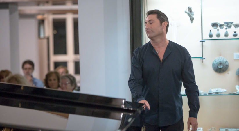 Lacco Ameno, un pianoforte tra i reperti: la musica classica esalta Villa Arbusto