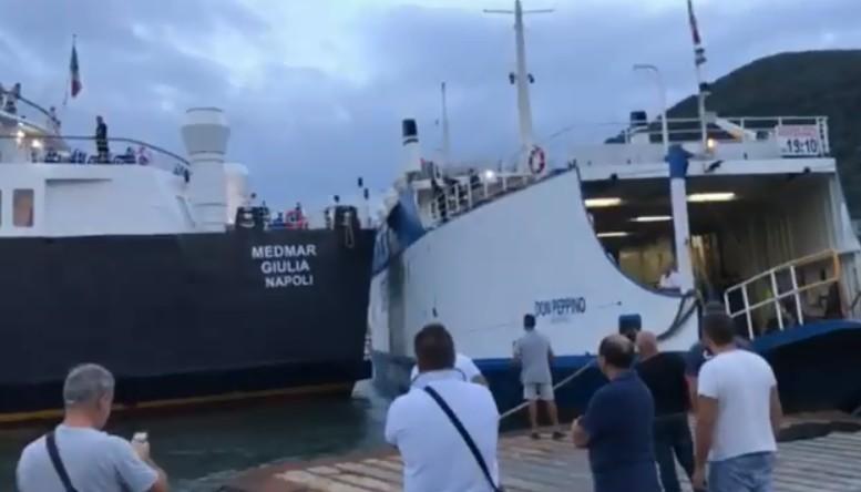 Collisione tra due navi ad Ischia, porto bloccato
