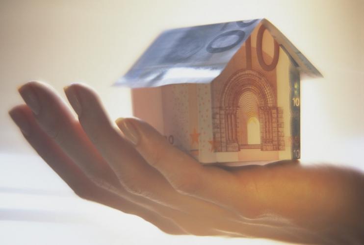 Svolta nell'indagine della Finanza: avevano case agibili ma alloggiavano in albergo