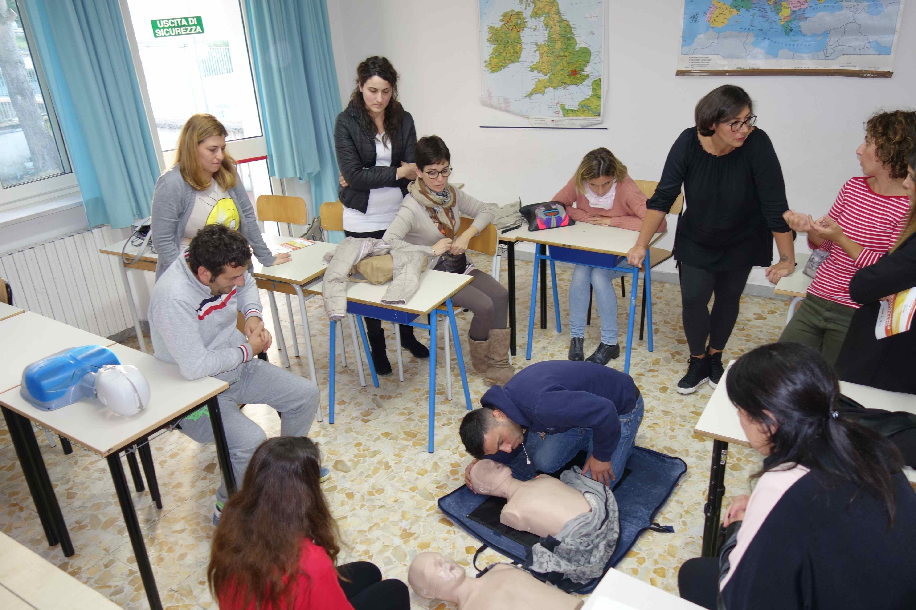 """Photo of Seminario all'IC """"V. Mennella"""" per una scuola più sicura: così si salva la vita ai bambini"""