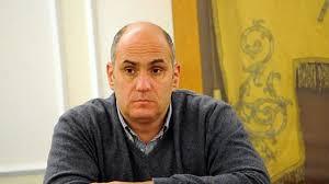 «Enzo te la faremo pagare», nella chat dei veleni gli haters minacciano il sindaco Ferrandino