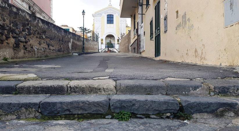 Via Pontano, ora basta: si rimuovano le barriere architettoniche