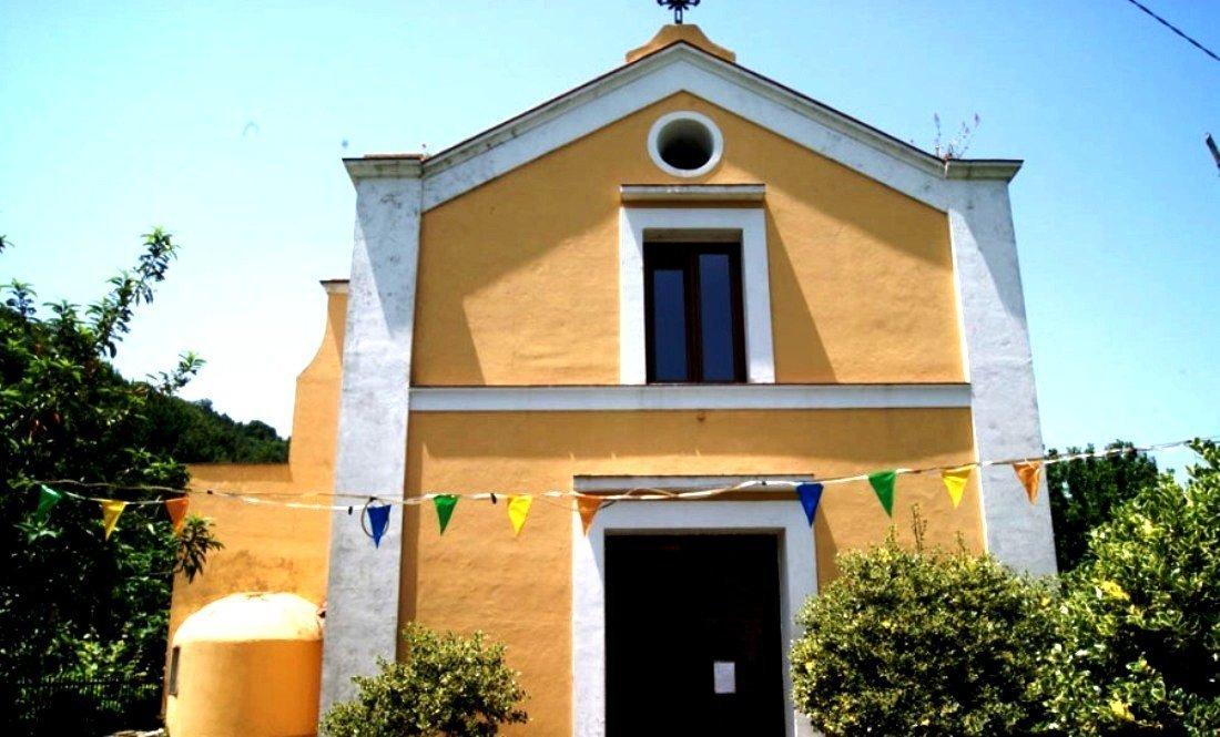 Photo of Lagnese primo Vescovo in gita Pastorale al Cretaio