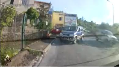 """Photo of Le telecamere immortalano """"zozzone"""" lancia rifiuti, il Sindaco pubblica il video"""