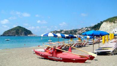 Photo of Ischitani e turisti difendono il diritto di servirsi delle spiagge libere