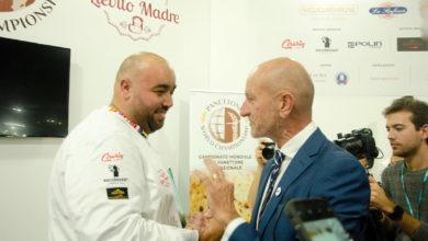 Photo of Alessandro Slama ischitano dell'anno con il suo panettone, il migliore al mondo!