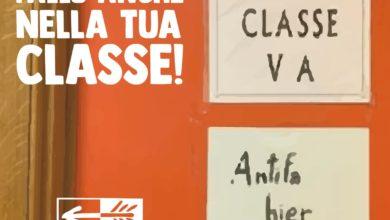 """Photo of Cartello """"Antifa Hier"""" vietato in una classe del Liceo: «Qui non si fa politica»"""