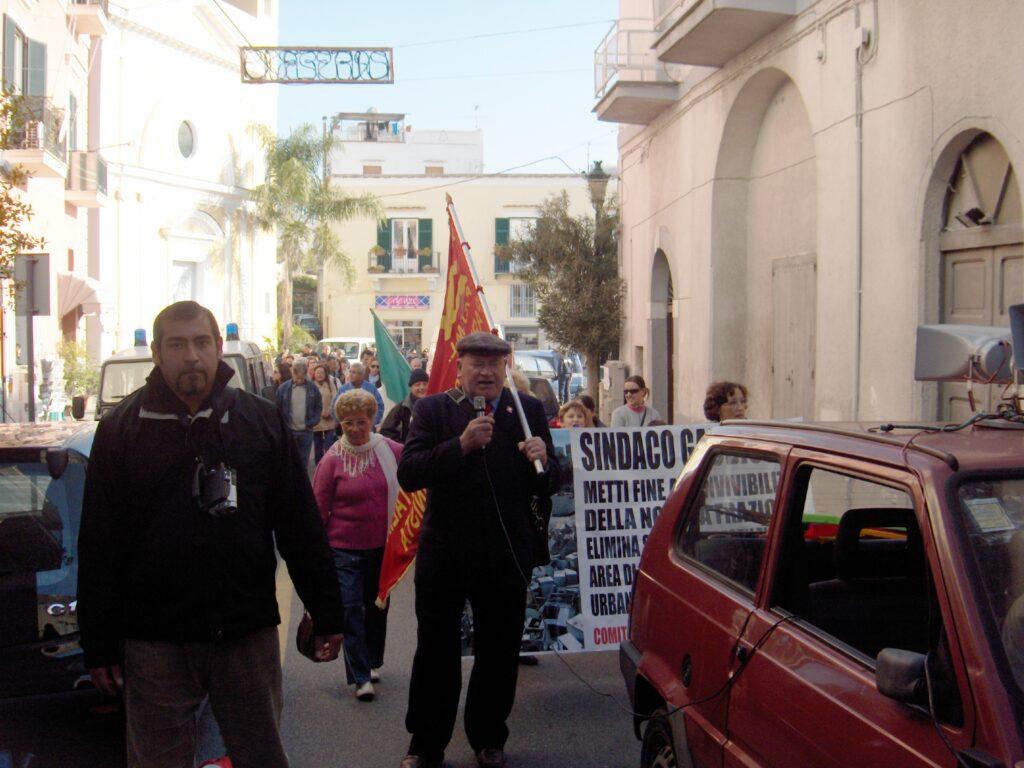 Domenico Savio a Barano guida manifestazione contro discarica a Testaccio
