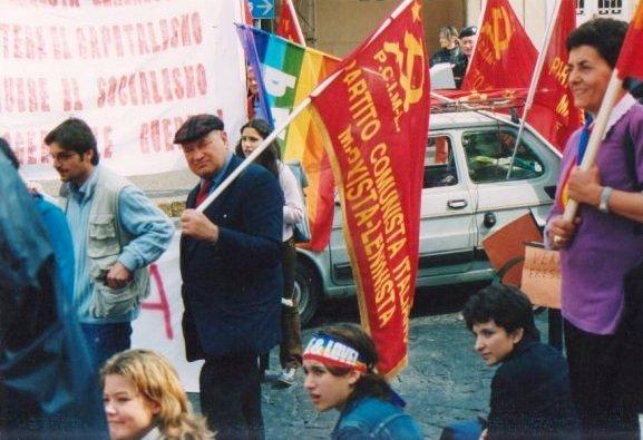 Domenico Savio guida manifestazione del P.C.I.M-L.. contro la guerra in Iraq