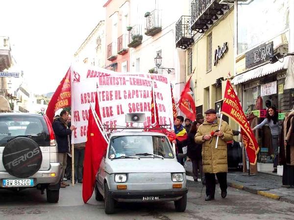 Foto manifestazione a Forio contro la guerra.