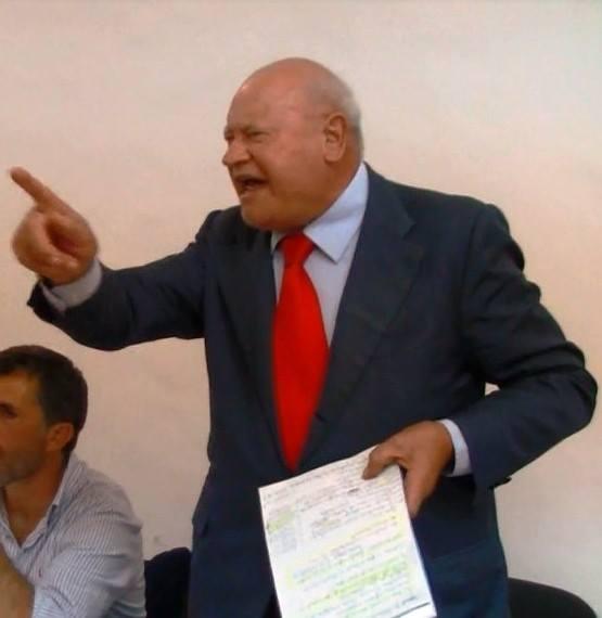 La grinta di Domenico Savio in Consiglio comunale di Forio nel 2013.