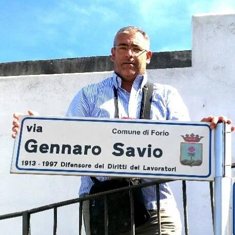 PRIMO MAGGIO 2015 GENNARO SAVIO IUNIOR ACCANTO ALLA TARGA INDICATIVA COL NOME DI SUO NONNO GENBNARO SAVIO SENIOR