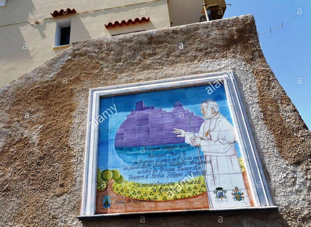 RICORDO MURALE NEL PIAZZZALE ARAGONESE DELLA VISITA A ISCHIA DI PAPA GIOVANNI PAOLO II IL 5 MAGGIO DEL 2000