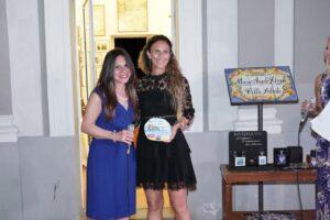 Giovanna Incarnato Bartolomucci, ad di OtoPharmariceve il premio dalla direttirce SIAE Ischia e Procida, Laura
