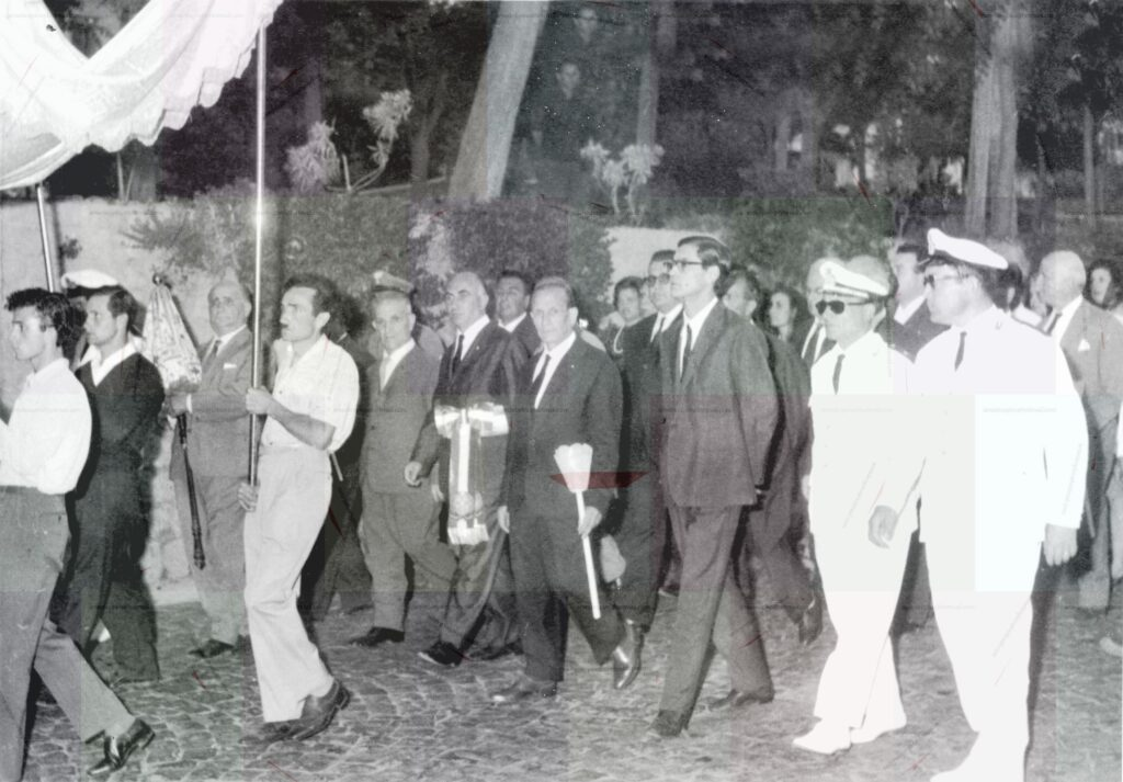 STORICA PROCESSIONE DEL CORPUS DOMINI DEL 1973 A CASAMICIOLA CON IL SINDACO COMM. ANTONIO CASTAGNA AL SEGUITO