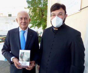 ADOLFO AFFATATO COL PARROCO DI CASAMICCIOLA DON GINO BALLIRANO